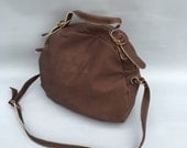 Enoki leather bag in taupe