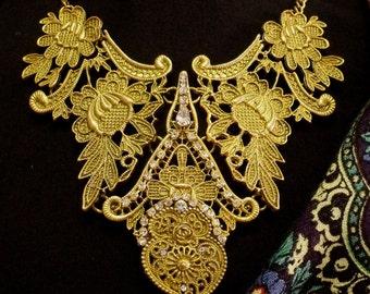 Metal lace Portuguese Viana Heart rhinestones necklace