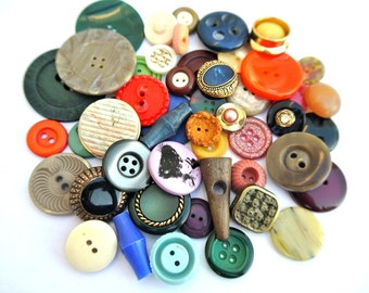 50 Antique and vintage plastic buttons, 50 designs in great price / 10
