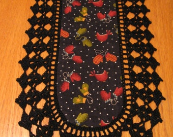 Aunt Roo's MINI Skaters Village Mittens Toss (reverse In Stiches Floral  fabric w/ crocheted edging for toilet tank or small shelf