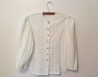White cotton puffed sleeve blouse 1970s peasant blouse button up top