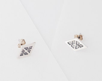 Navajo silver earrings - COYOTE collection - lozange shape - stamped, oxidized ans polished