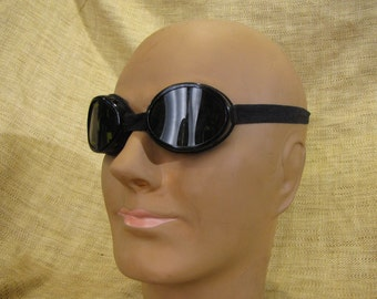Vintage driving goggles in small tin