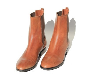 Size 9.5 Women's Brown Leather Chelsea Boots