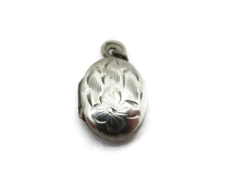 Sterling Oval Locket - Etched Silver