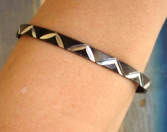 vintage black etched zig zag chevron stripe bangle bracelet