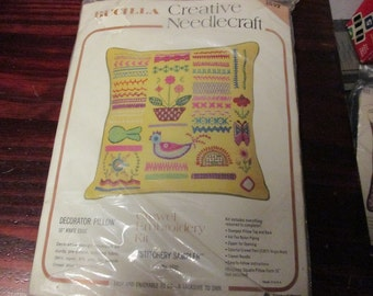 Vintage Bucilla Crewel Pillow Kit Stitchery Sampler 1532 Sealed Kit