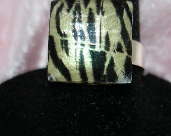 Animal Print Domed Faceted Acrylic Ring - R140