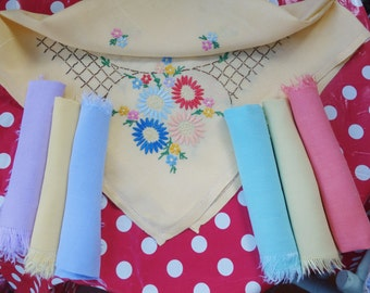 pretty  vintage hand embroidered lemon tablecloth and 6 napkins