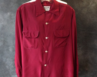 40's Burgundy acetate and nylon mens shirt loop collar flap pocket
