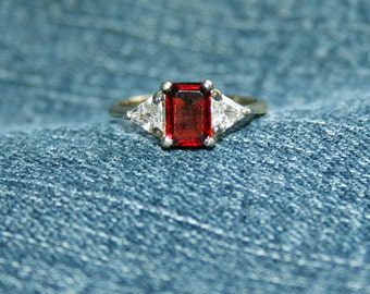 Garnet Vintage Ring Glittering Zircon Red Sparkle Bling