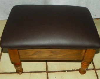 Oak Footstool / Stool with Storage (ST141)
