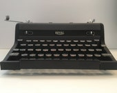 Vintage Royal Quiet De Luxe Portable Typewriter w Hard Case - Free Shipping!