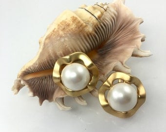 Scalloped Gold Pearl Clip Earrings, 1960's Earrings, Fashion Costume Jewelry
