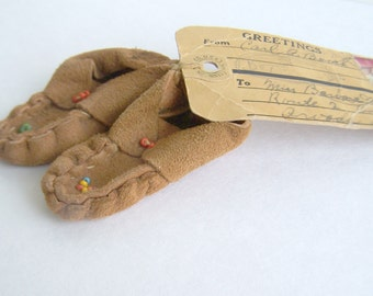 Vintage Souvenir Miniature Moccasins with Original Mail Tag 1945 PineCliffe Colorado Lucky Pair of Indian made Beaded Leather Moccasins