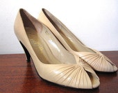 Vintage 70s Taupe Leather Pumps with Cinched Peep Toe Size 8AA