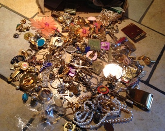 Small Flat Rate Box Full of Vintage Baubles, Bangles, and Beads (3)