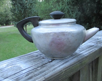 Vintage Mirro Tea Pot..Aluminum 6 Cup Teapot..Made in USA..Retro Kitchenware...Mid Century..Rustic Cabin Collectible