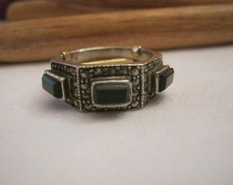 Vintage sterling silver marcasite onyx gemstone ring, sz 7 or 7 1/2 silver band ring, black gemstone sterling silver woman's ring, stacking