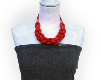 Statement necklace. Chain wool necklace. Custom necklace. 16 colors. Wool jewelry. Made in Italy