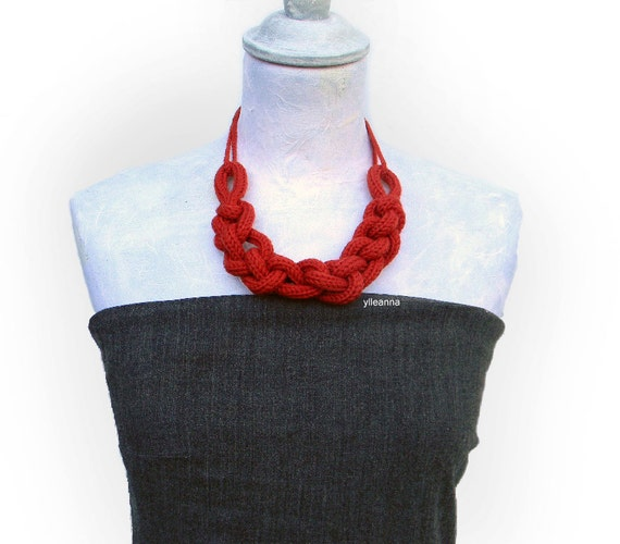Statement chain wool necklace, custom colors. Wool jewelry. Choose your color. Made in Italy