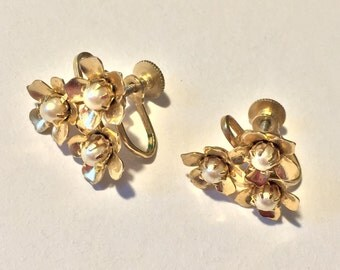 Vintage Coro Screw Back Earrings with Pearls