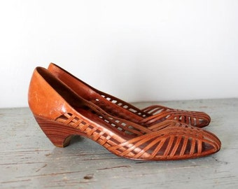 vintage BRISBANE woven basket heels / leather and wood size 7.5 shoes