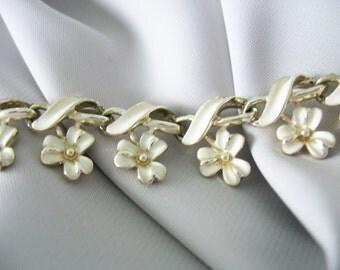Coro Creme Enamel Choker Necklace Flower Estate Jewelry Creamy White Jewelry Vintage 1960s