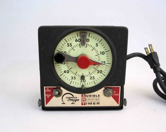 Vintage Simmon Omega Dark Room Timer. Audible Repeating Timer. Circa 1960's.