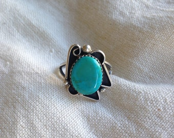 Cool turquoise and Sterling silver ring with asymmetrical design size 8.5