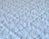 Beautiful Cabin Crafts White Wedding Ring and Pops Vintage Cotton Chenille Bedspread Fabric 18 x 24 Inches