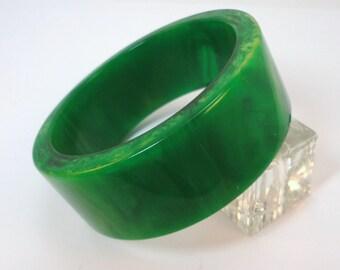 40s Green Swirl Genuine Bakelite Heavy Bangle Bracelet