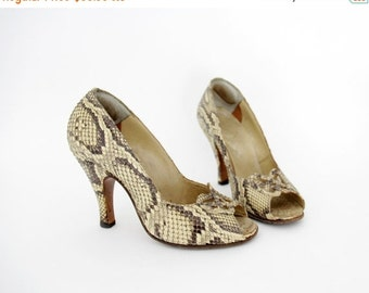 FINAL SALE Vintage shoes / 40s 50s snake skin high heel peep toe sandals / size 37, 7