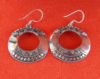 Balinese dangle Silver Earrings. / 2 inches long  / silver 925  / Handmade Jewelry /  Bali island