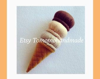 Felt  Triple scoop ice cream cone (B)