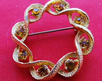 """Vintage gold tone 1.25"""" circle  brooch with gold rhinestones in great condition, appears unworn"""