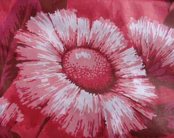 "Vintage Cotton Fabric ~ Pink Stylized Daisies  42"" W x 102"""