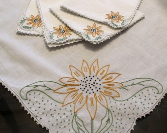 Hand Embroidered Tablecloth and Matching Napkins, Luncheon Cloth, Vintage 1950s