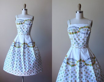 50s Dress - Vintage 1950s Dress - White Olive Peach Novelty Print Full Skirt Cotton Sundress L - Little Pink Houses Dress