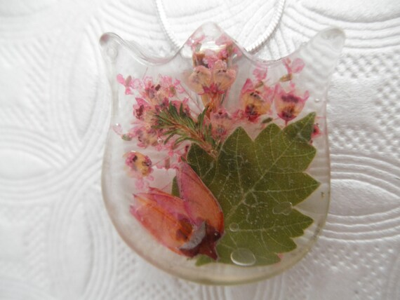 Tulip Shaped Resin Pendant w/Ombre Boronia,Queen Anne's Lace,Heather Pressed Flower Pendant-Gifts Under 30-Symbolizes Peace,  Admiration