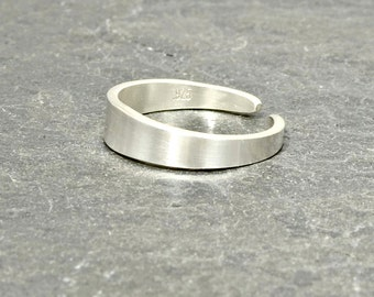 Sterling Silver Artisan Tapered Toe Ring - TR550