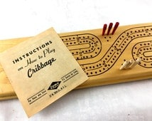 Vintage Cribbage Board. De Luxe Cribbage Board by E.S. Lowe Company. Excellent Condition. Inc Directions & Box. 3 Markers of Each Color.