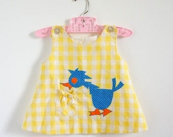 Vintage 1970s Baby Size 9 M Dress / Girls Jumper Dress / Yellow White Plaid Cotton, Bird Applique