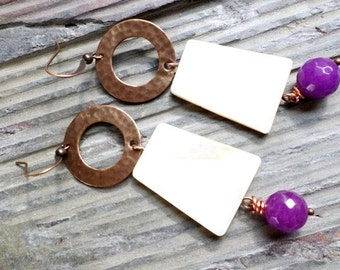 boho style hammered brass circles with shell and purple agate drops//brass jewelry//shell//agate//boho style//white//purple//summer//earthy