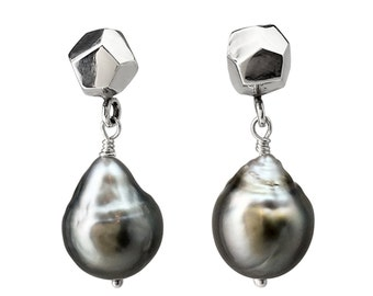 Decca earrings silver and dangly Tahitian pearl