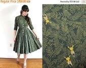 ON SALE 1950s Dress / 50s Antelope Oryx Novelty Print Dress / 1950s Green Full Circle Skirt Dress