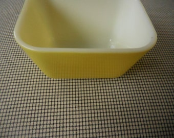 Yellow Pyrex Refrigerator Glass Container