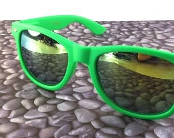 vintage 90s deadstock sunglasses wayfarer matte green plastic frame sun glasses eyewear fashion unisex simple classic yellow revo neon 46