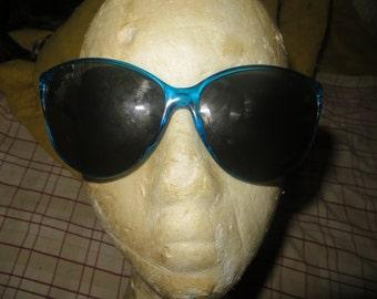 Vintage   mod  Foster Grant 70s-80s  large  blue frame  Sunglasses
