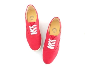 90s Canvas Sneakers * Vintage Red Sneaker * Lace-up Kicks * sz 8.5 / 39